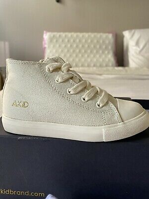 """AKID """"Anthony"""" Model, Toddler Size 9c, Cream Color, Brand New"""