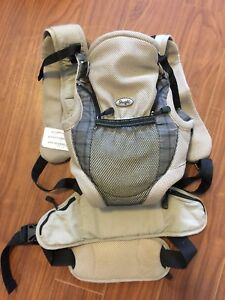 Snugly baby carrier