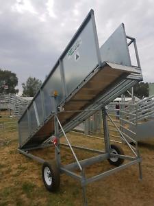 Mobile sheep ramp