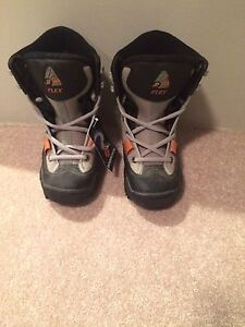 Size 5 Rossignol snowboard boots