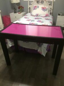 Really cute desk!   Changable top!