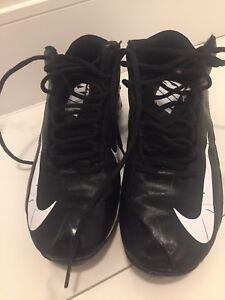 Nike football cleats size 7Y