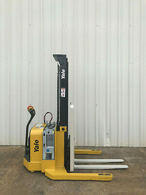 2009 Yale Walkie Stacker - Walk Behind Forklift - Straddle Lift Only 3649 Hours