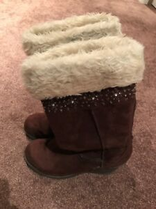 Women's faux fur boots