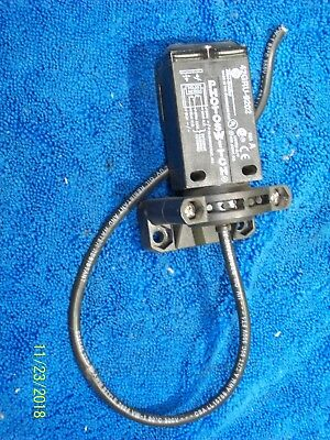 Allen Bradley Photoswitch Sensor W Bracket 2 Ft Cable 42gru-9202