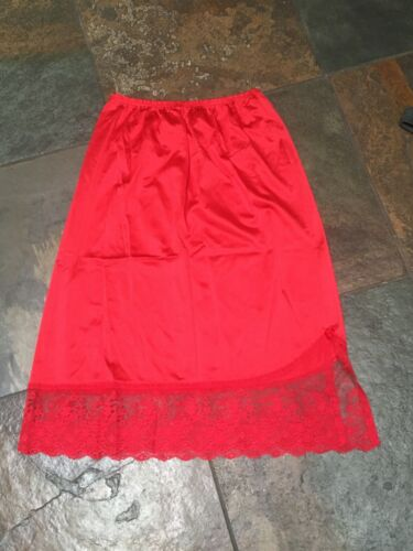 0720 Vanity Fair Red Size Small Half Slip Lace Hem Antron III Nylon VINTAGE B