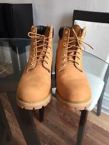 Timberland boots 9.5 size (barely used)