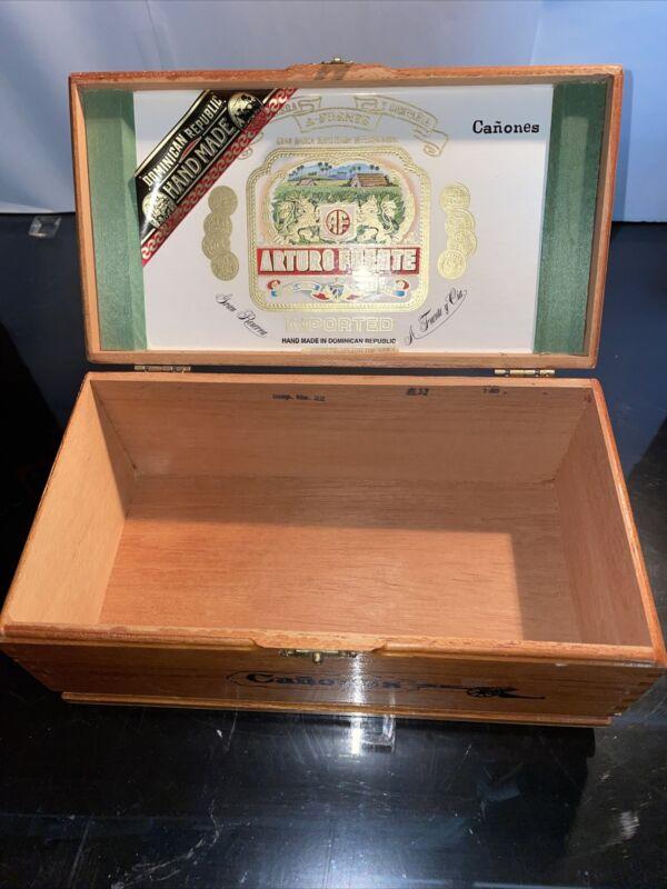 Vintage Wooden Cigar Box, Canones, Arturo Fuente, Dom. Rep.