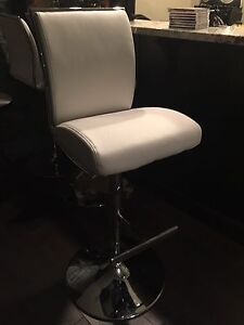 MOVING SALE.......3 Regent Gas let Bar Stools in White Leather