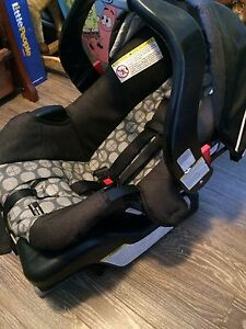 Graco carseat and base- almost new