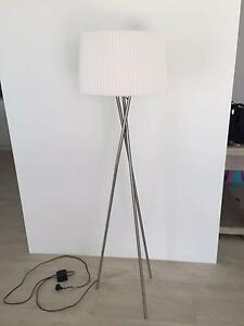 Designer style tripod floor lamp - AS NEW Landsdale Wanneroo Area Preview