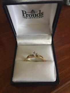 Ladies 9ct Gold Engagment Dress Ring