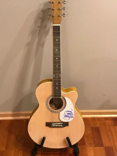 * JUDY COLLINS * signed autographed acoustic guitar * IN MY LIFE * PROOF  3