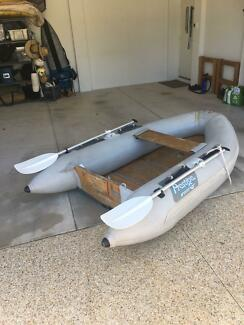 Dinghy (inflatable)