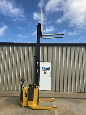 2015 Yale Walkie Stacker - Walk Behind Forklift - Straddle Lift Only 224 Hours