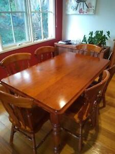 6 Seat Pine Dinning Table with Chairs and Cushions