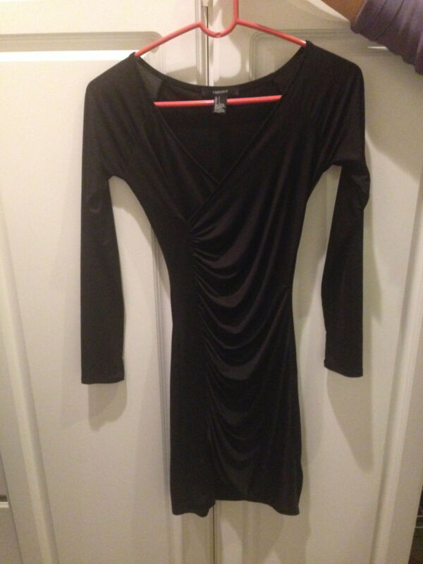 NICE CLASSY  FOREVER 21 BLACK  DRESS SIZE SMALL