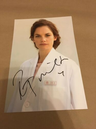 RUTH WILSON  -  LUTHER  SEXY POSE  -  SIGNED  - 11x8 ins COLOUR PHOTO  -  UACC