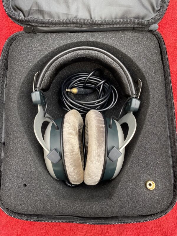 Beyerdynamic DT 880 Edition Headband Headphones - Gray/Silver