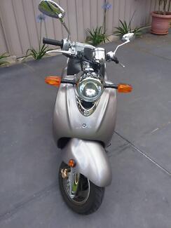 Yamaha Vino 125 Scooter