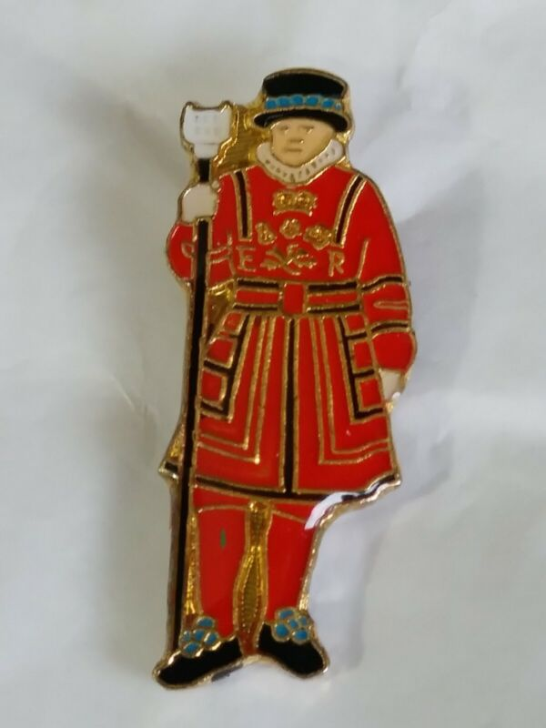 Beefeater Lapel Hat Pin Yeoman Guard Tower Of London & Her Majesty