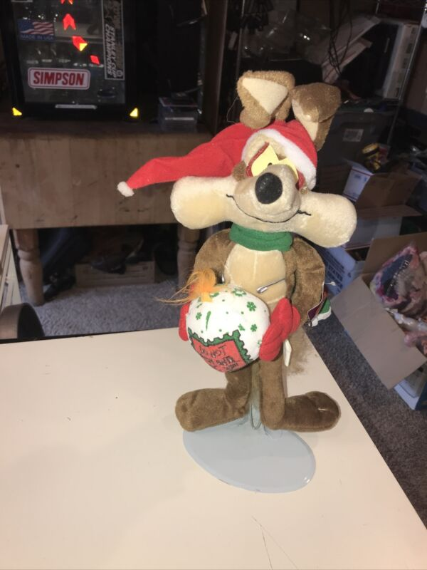 Warner Bros MightyStar Looney Tunes Christmas Plush Wile E Coyote W/Ball