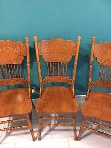 4 Wood Chairs - Very Good Condition