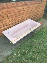Free cast iron bath 1520x750 dimensions Roselands Canterbury Area Preview