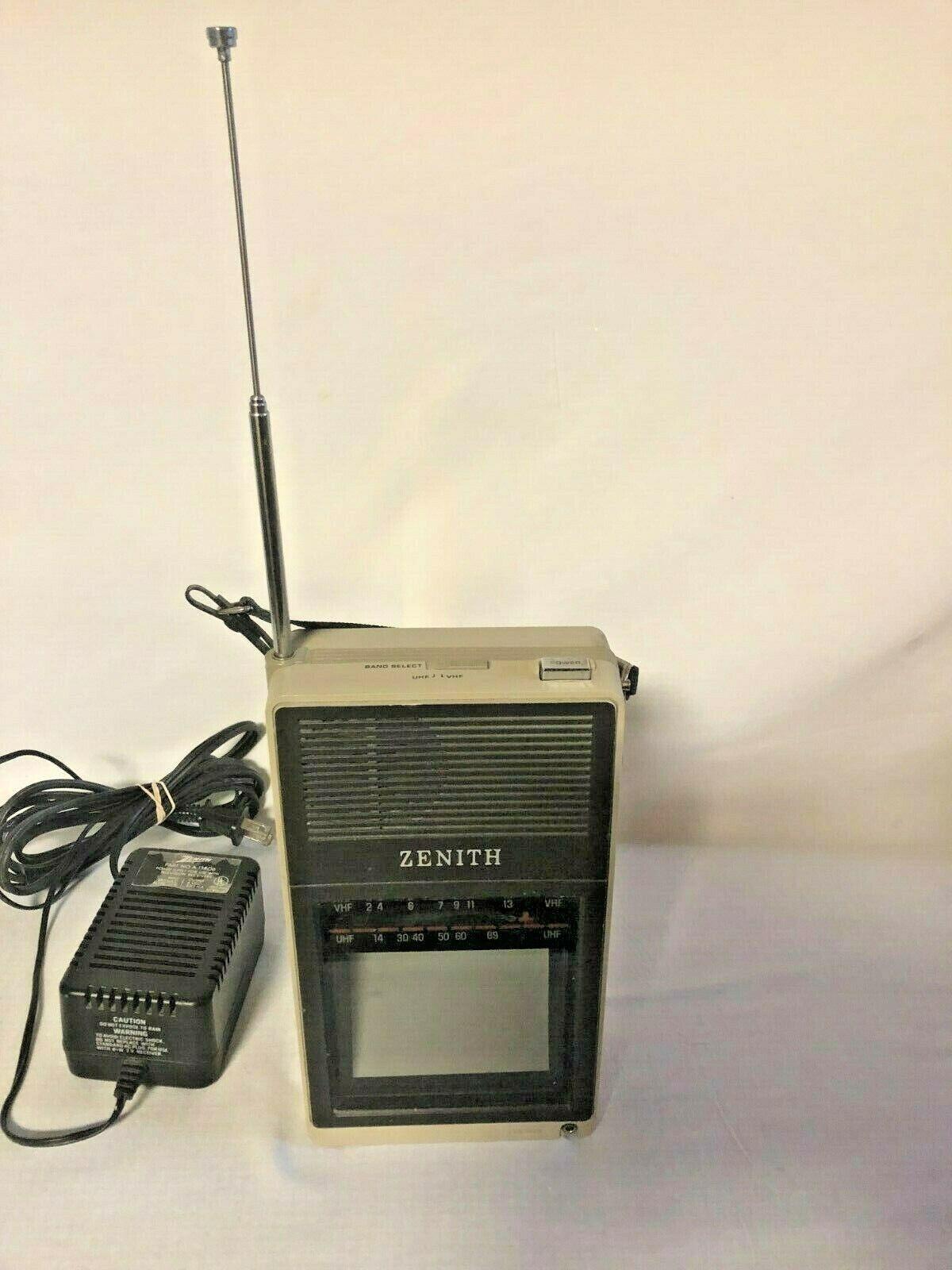 "Vintage Zenith BT 044S 4"" B&W Desktop Portable TV Works!!! Good Condition"