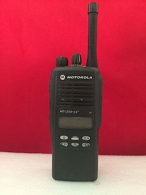 Motorola Ht-1250ls 403-470 Mhz Uhf With Charger