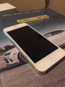 10/10 IPhone 5 Bell 16GB
