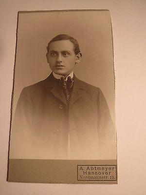 Hannover - junger Mann im Anzug - Portrait / CDV