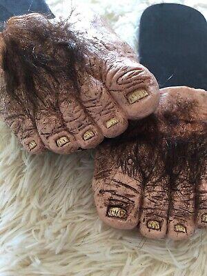 Mens Big Feet (Big Hairy Feet Slippers Hobbit Big Foot Houseshoe Monster Halloween)