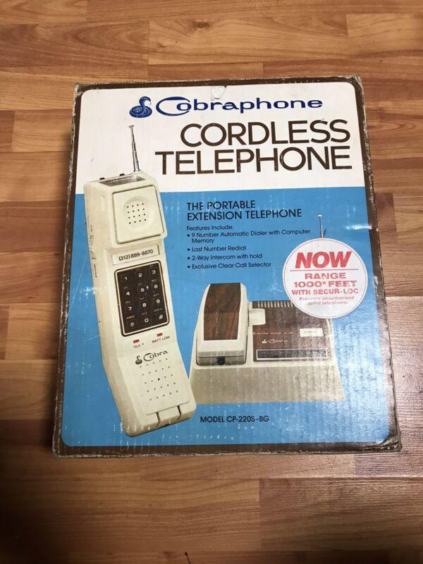 Vintage 1980's Woodgrain Cobra Phone Cordless Telephone CP-22OS With Base
