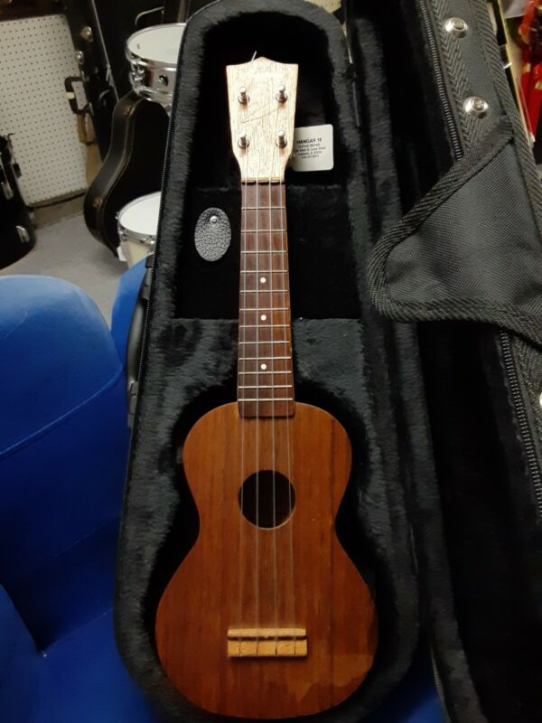 Vintage Harmony RB-3521 Ukulele With Case