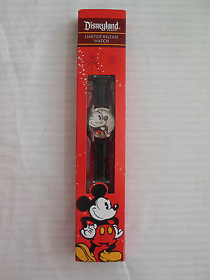 DISNEYLAND LIMITED RELEASE WRIST WATCH MICKEY MOUSE BLACK LEATHER BAND QUARTZ