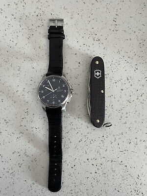 USED Victorinox Swiss Army Mens Officers Black Leather Dial Watch 241549 + Knife