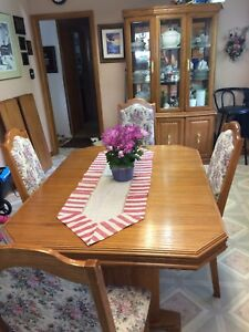 Veneer Oak Dining Room Set