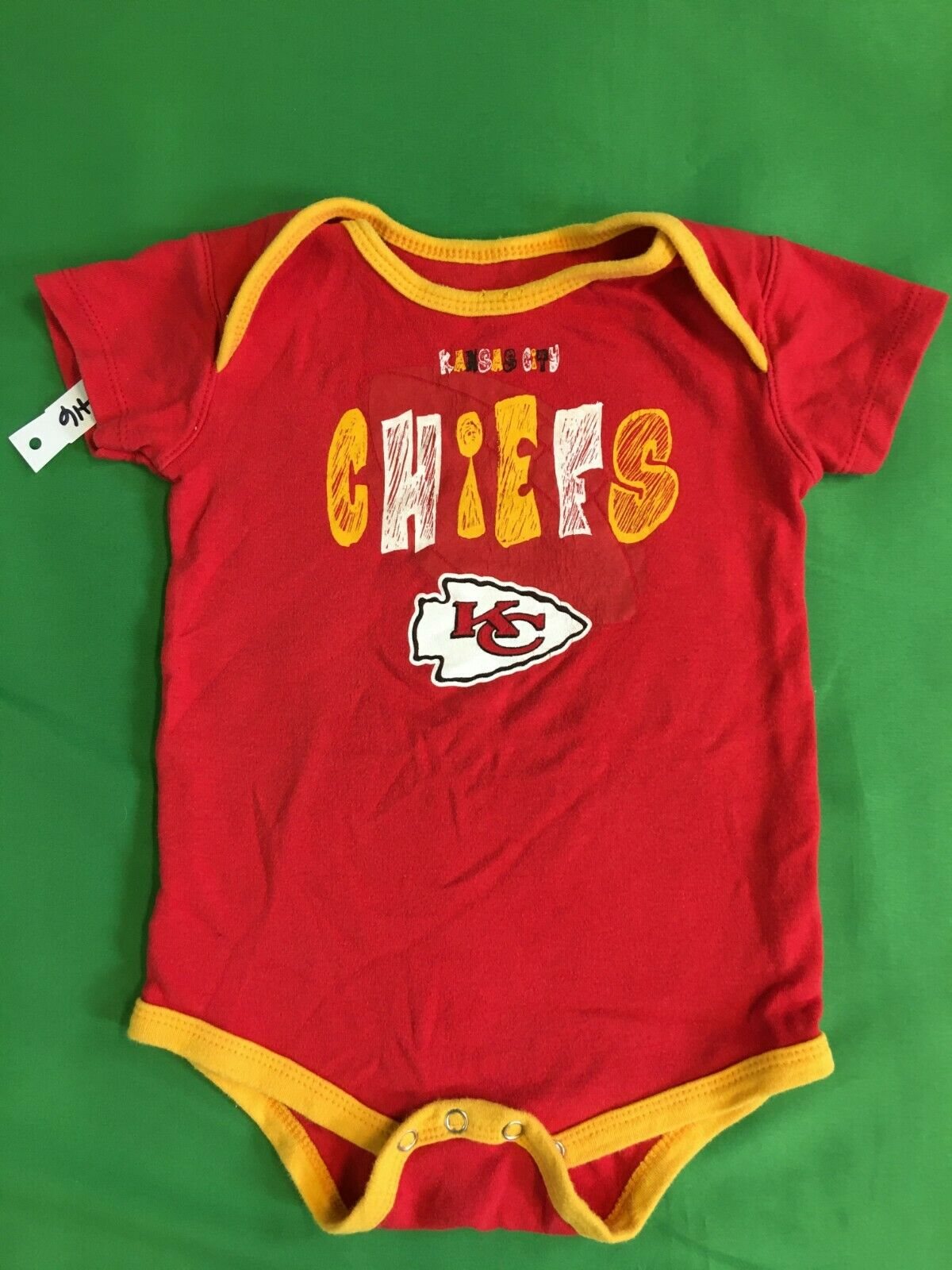 B416/100 NFL Kansas City Chiefs Handwriting Style Baby-Grow 24 months