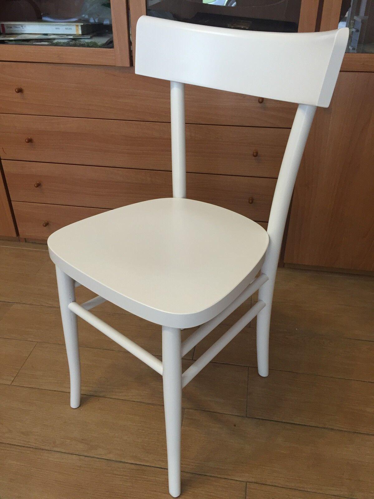 sedia bianca in legno massello colore bianco cucina