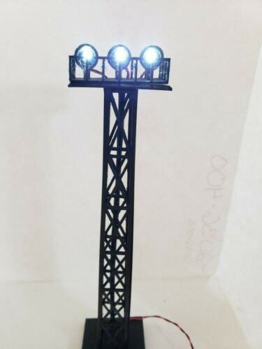 HO SCALE YARD TOWER LIGHT WITH 3MM LIGHTS USA SOLD/SHIPS