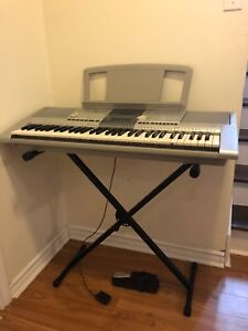 Clavier Yamaha Keyboard (pedal & stand/support)