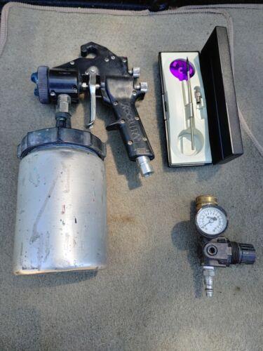 Accuspray Model 10 Spray Gun With Regulator and Accesories