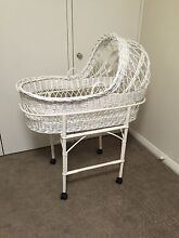 Antique wicker baby bassinet. Aspendale Gardens Kingston Area Preview