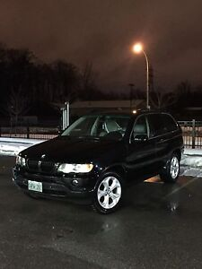 BMW X5 AWD - lots of options - valid e test - clean title