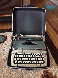 Vintage Smith Corona Galaxie Deluxe Typewriter!