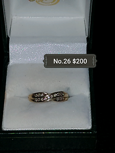 9ct Gold and Diamond twist Ring South Maitland Maitland Area Preview