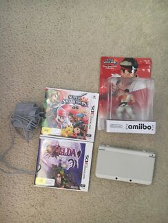 New Nintendo 3ds + 2 games, charger and figure