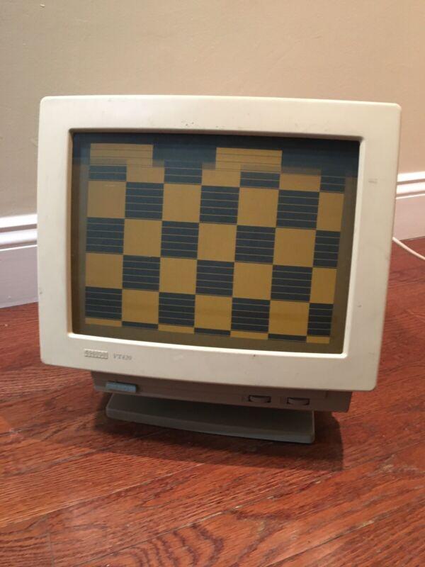 Digital Equipment Corporation VT420 Computer Terminal 1992 Turns On