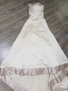 Stunning wedding dress(size 7-8)